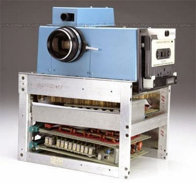 WHAT WAS THE FIRST DIGITAL CAMERA
