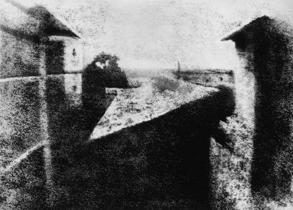 WHAT WAS THE FIRST PHOTOGRAPH